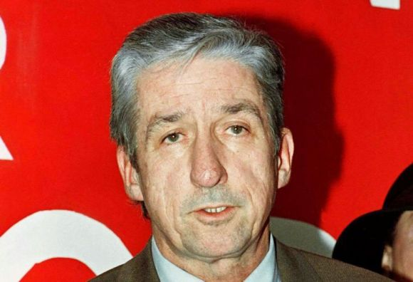 Tom Hayden speaks with the media during a press conference in Los Angeles on January 5, 1997. Photo by Tom Prouser.