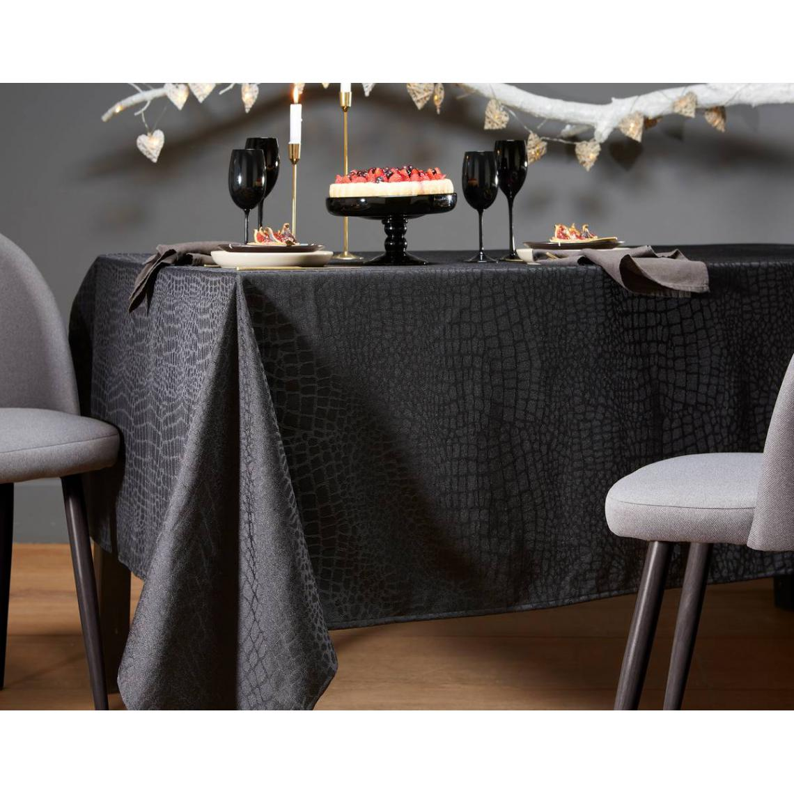 Nappe Ovale Damassee Style Croco 180 X 240 Cm 3 Suisses