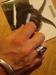 Figlia minorenne di Whitney Houston fotografata a sniffare cocaina