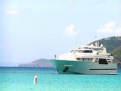 Elisabetta canalis in bikini sullo yacht di cavalli