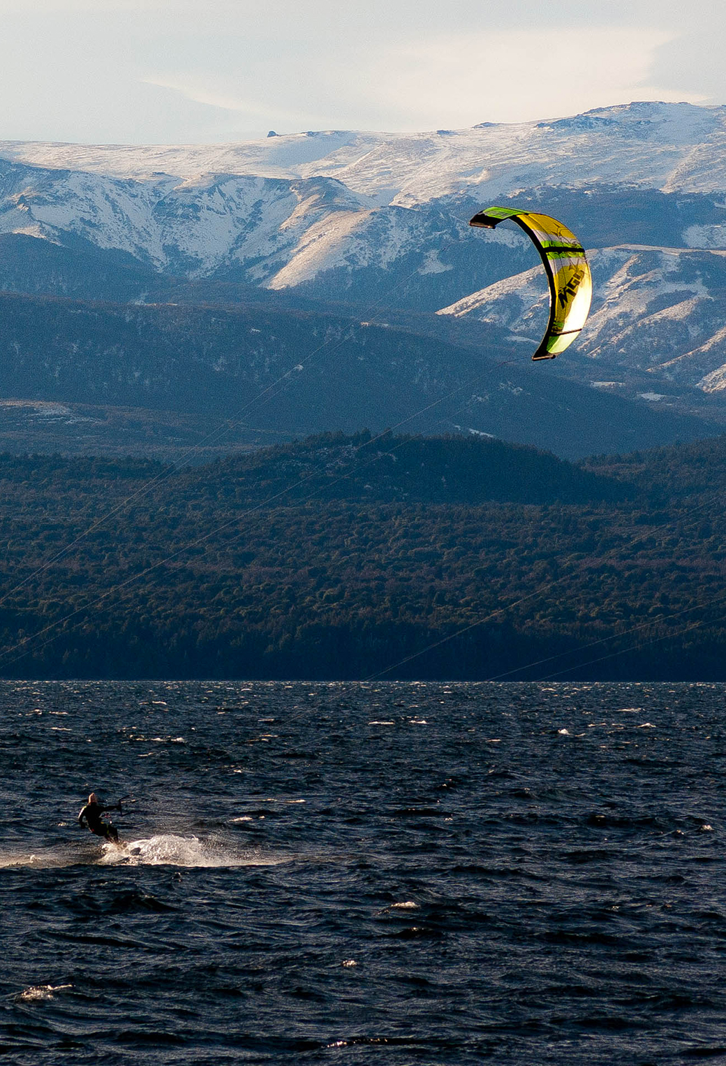 Winter kite surfing 3Wallpapers iPhone Parallax Winter kite surfing
