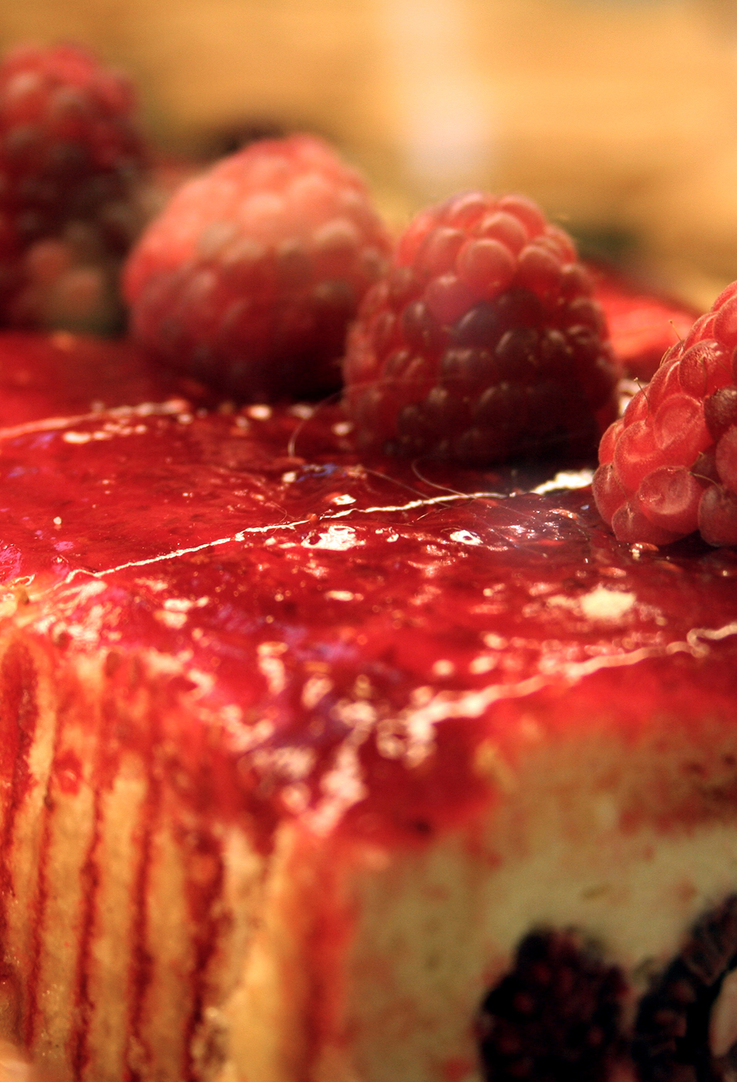 Raspberry Cake 3Wallpapers iPhone Parallax Raspberry Cake
