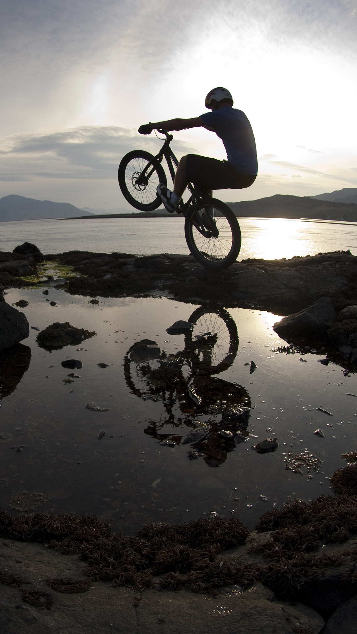 Moutain Bike Danny Macaskill iPhone 3Wallpapers Parallax Mountain Bike Danny Macaskill