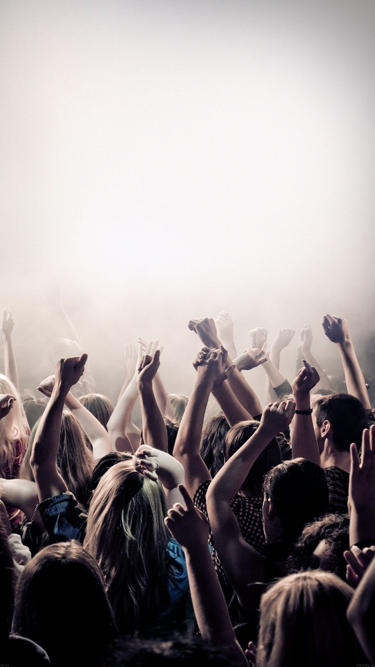 music foule 3Wallpapers iPhone Parallax Music Crowd