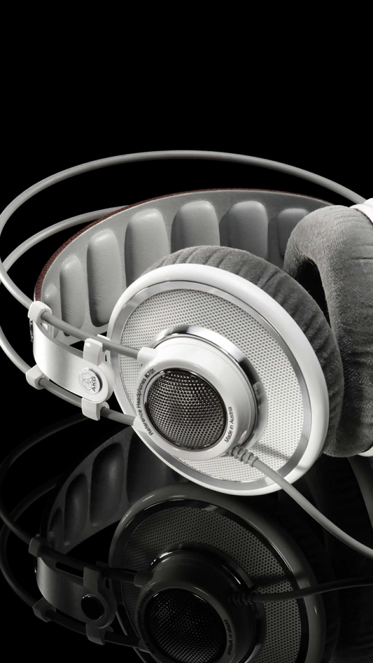 Headphones Black And White 3Wallpapers iPhone Parallax Headphones : Black And White