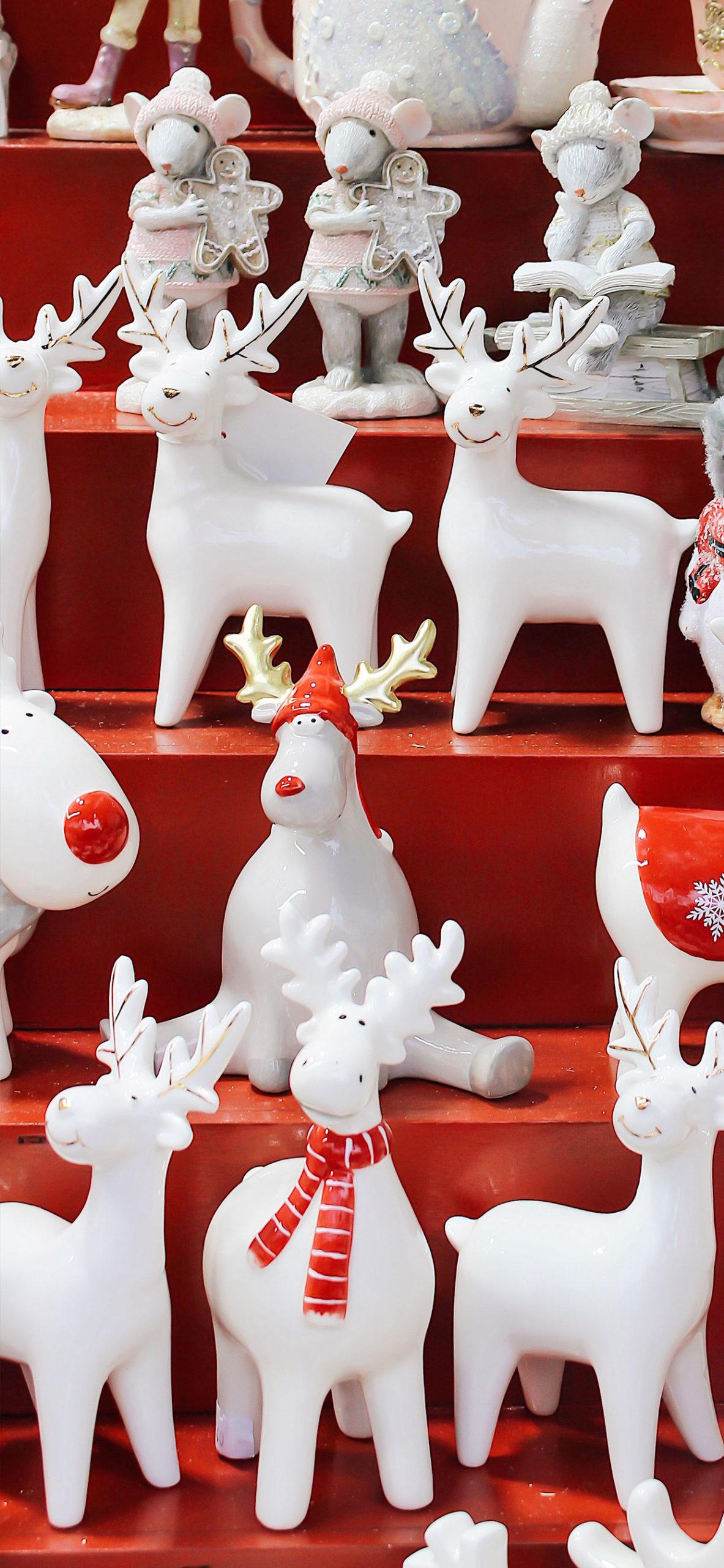 iphone wallpapers reindeer1 scaled Reindeer