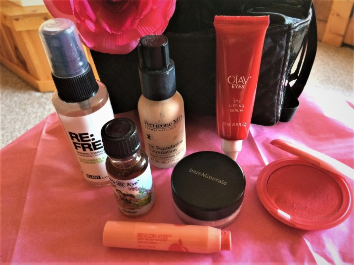 What's in My Beauty Bag? Amber Oil, Olay Eyes & More!
