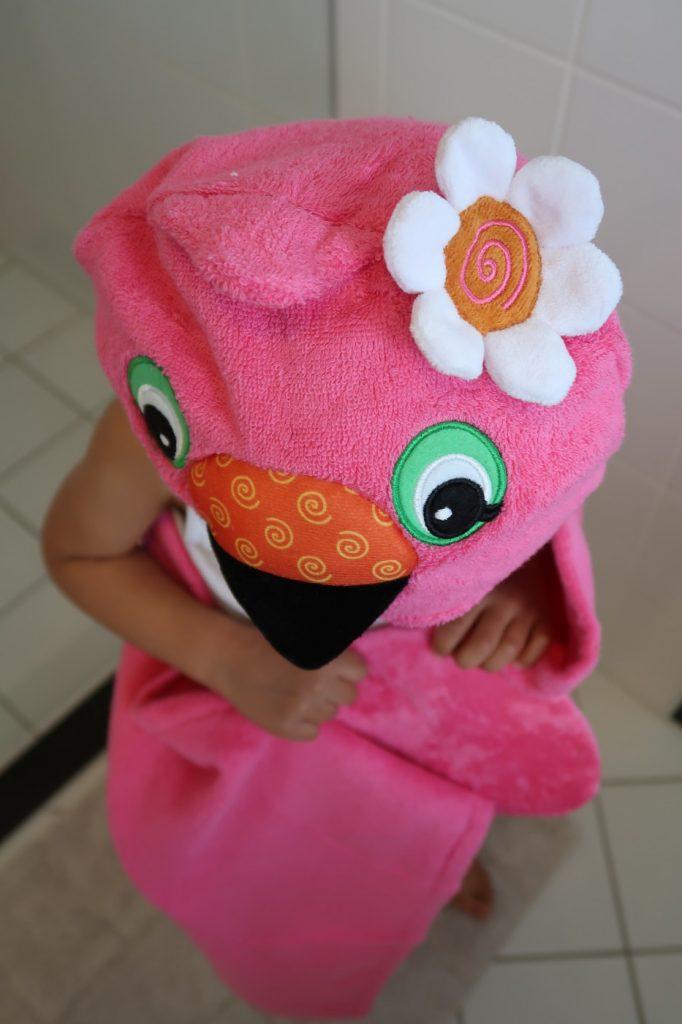 Mam, mag ik mijn flamingo badcape om?