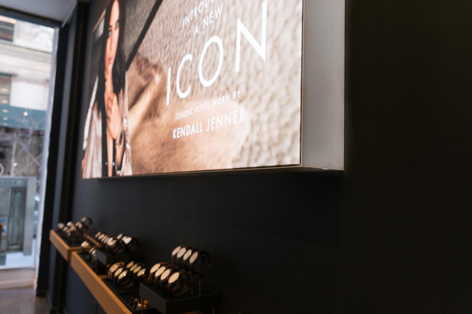 retail signage backlit SEG stretch tension fabric printing light box frameless edgeless large format duratrans