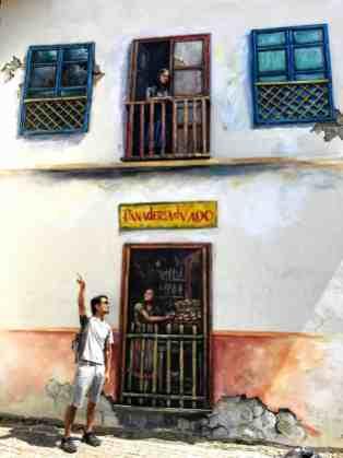 Cuenca building art thongs to do in Ecuador