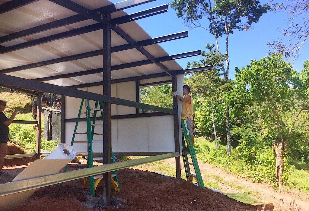 Building homes in Nica