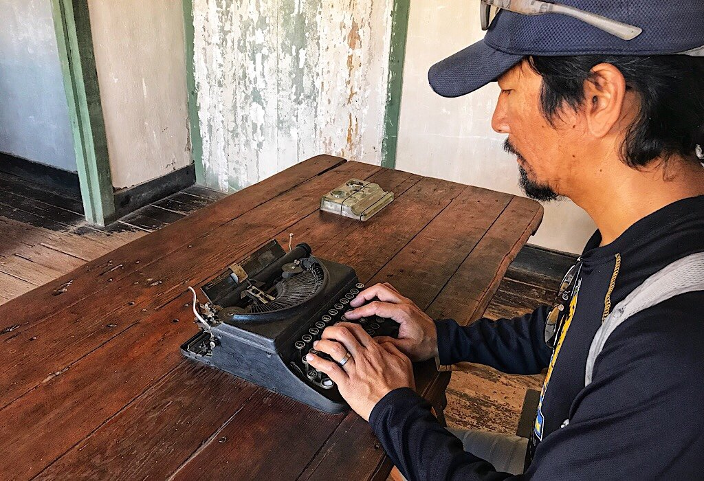 Trin on typewriter for travel apps