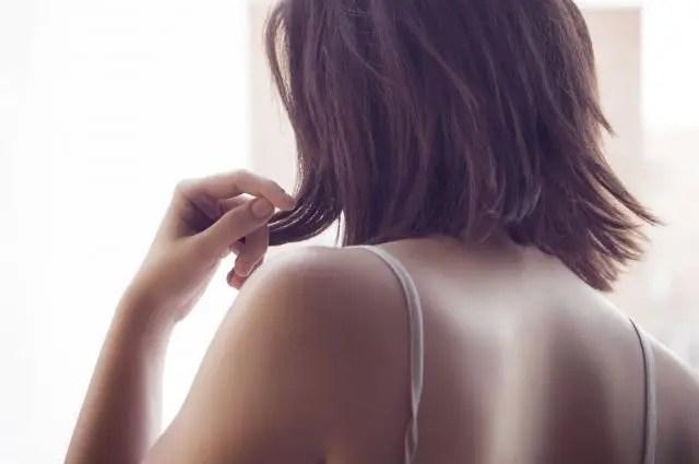 多くの方が気になる枝毛、切れ毛の予防方法を美容師が紹介します!
