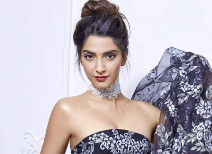 Sonam-Kapoor-flies-to-Mumbai-for-a-day
