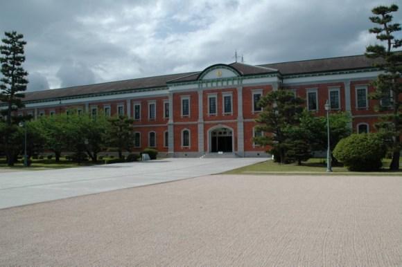 幹部候補生学校庁舎(旧海軍兵学校生徒館 通称赤レンガ)