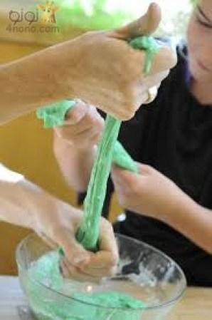طفلك سيصنع الصلصال المطاط بنفسه بمكونين فقط
