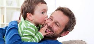 أدوار رئيسية يجب أن يلعبها الأب في أسرته