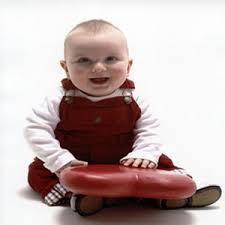 نمي مهارات طفلك من عمر شهر لعمر سنة