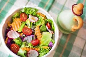 الأطعمة الممنوعة خلال الأشهر الأولى الحمل لصحتك وصحة جنينك