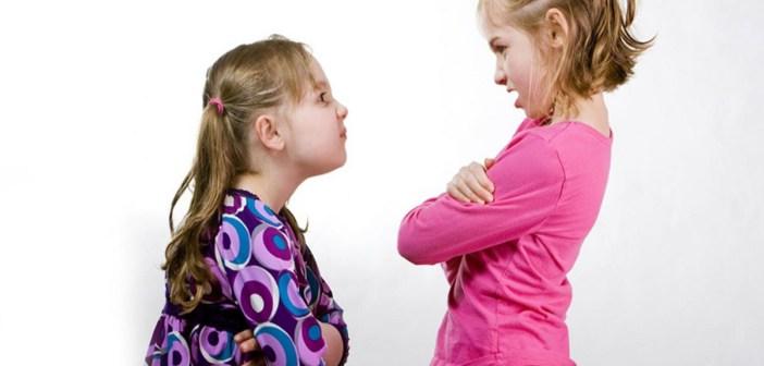شجار الإخوة مع بعضهم الأسباب وكيفية التعامل معهم