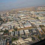 Foto tirada da jnela do avião quando eu estava chegando em Madrid, aparece as casinhas e ruas ue parecem miniaturas.
