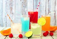 Verschiedenfarbige Getränke
