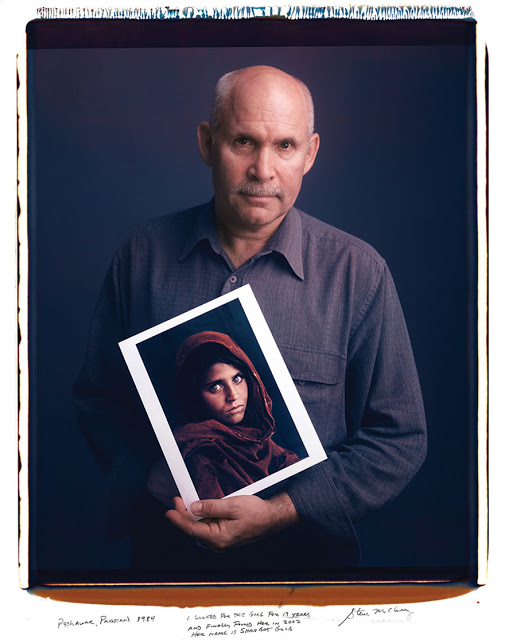 Steve McCurry: Peshawar, Pakistan 1984. I looked for this girl for 17 years and finally found her in 2002. Her name is Sharbat Gula.