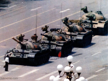 everyday-heroes-who-changed-history-07-tank-man-Tiananmen-Square-sl