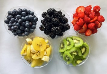 5 Healthy Olympic Inspired Snacks: Olympic Rings Inspired Fruit Bowls Snack Idea