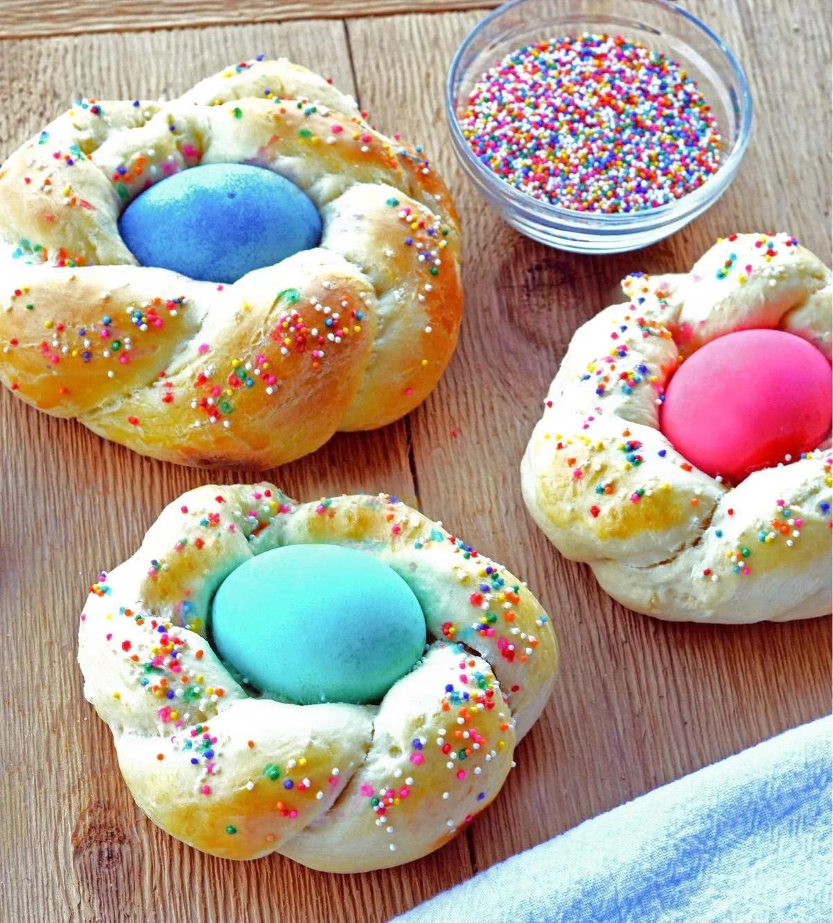 Italian Easter Egg Wreath Bread