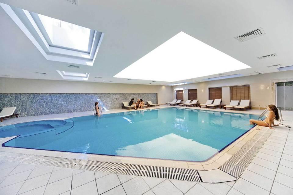 Sidestar Resort binnen zwembad