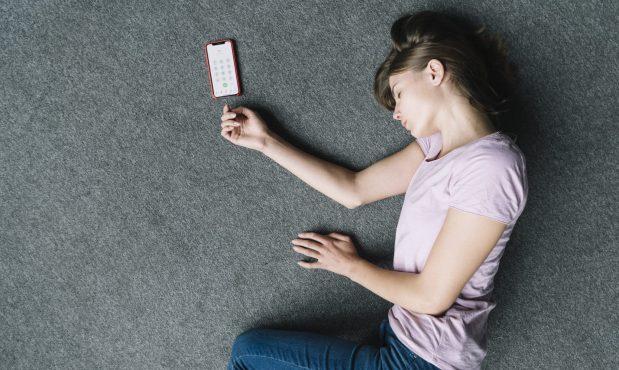 <span class='sombra'>Ni una menos, activa los</span> <span class='resaltado'>mensajes de emergencia en tu móvil»</span>