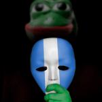 """Bailando con los trolls """"azul y blanco"""" de Ortega"""