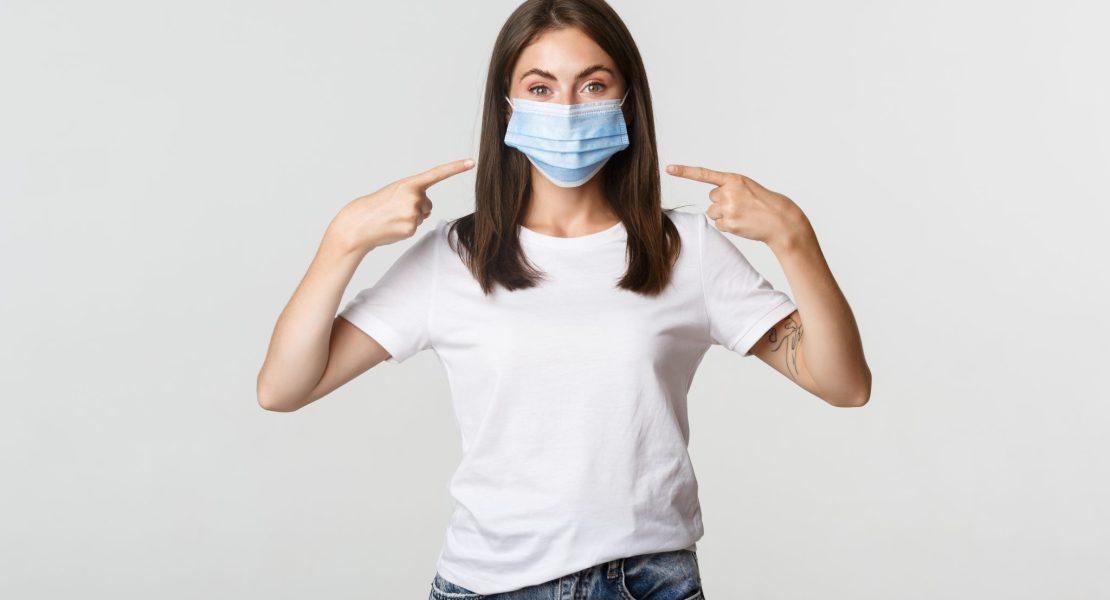 """Aunque esté """"totalmente vacunado"""" debe seguir usando la mascarilla"""