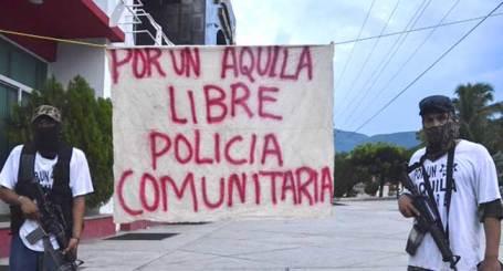 aquila-michoacan-policia-comunitaria