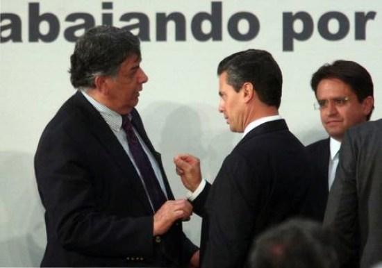 Murat y Peña Nieto, tras la firma del Pacto por México (Foto: internet).