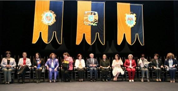 El doctor José Narro Robles, rector de la UNAM, encabeza la ceremonia del Premio Sor Juana Inés de la Cruz 2015, celebrada hoy en el teatro Juan Ruiz de Alarcón del Centro Cultural (Foto: Elizabeth Ruiz Jaimes/AMC).