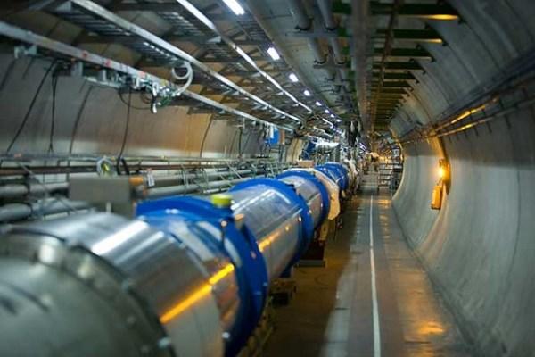 El Gran Colisionador de Hadrones (LHC, sus siglas en inglés), el anillo acelerador de partículas más poderoso en el mundo, reiniciará dentro de dos meses su actividad en el CERN, para  seguir arrojando información sobre los primeros instantes de la creación del Universo (Foto: CERN).