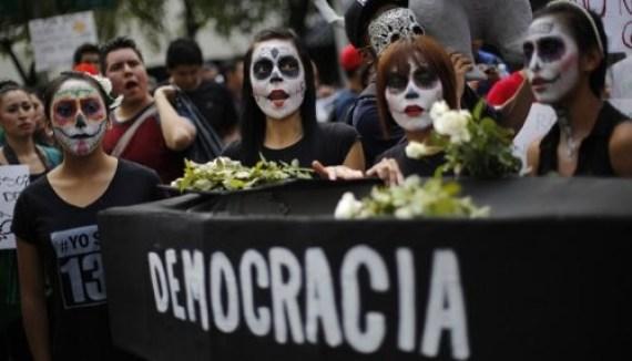 DEMOCRACIA MUERTA