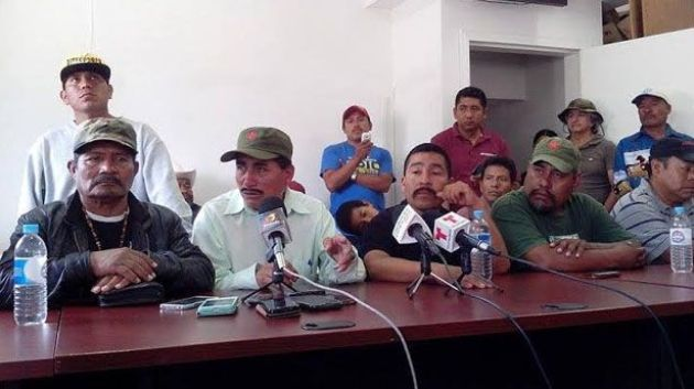 """En la conferencia de prensa del 20 de junio, Justino Herrera (primero a la izquierda) dijo que seguiría en la Alianza. Dos días después de nuevo renunció a la organización: """"¡Me voy a hacer cargo yo!"""", afirmó (Foto: archivo)."""