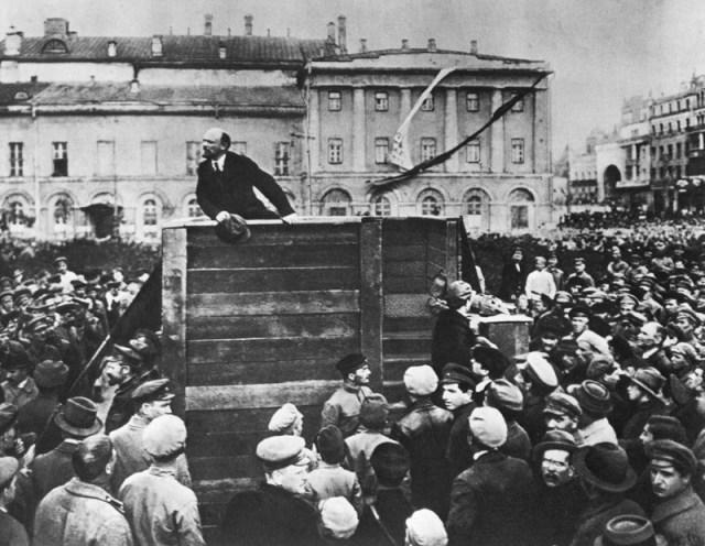 Lenin en una manifestación obrera luego de la revolución rusa (Foto: laotra.org)
