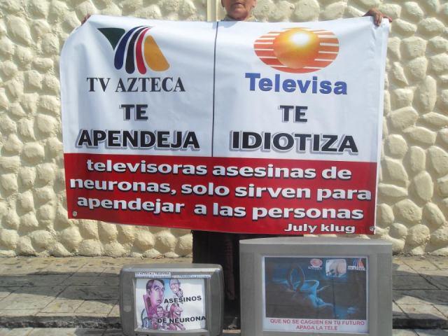 TV AZTECA Y TELEVISA IDIOTIZAN