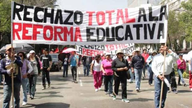 CNTE marchando contra la Reforma Educativa. Foto: Cuartoscuro