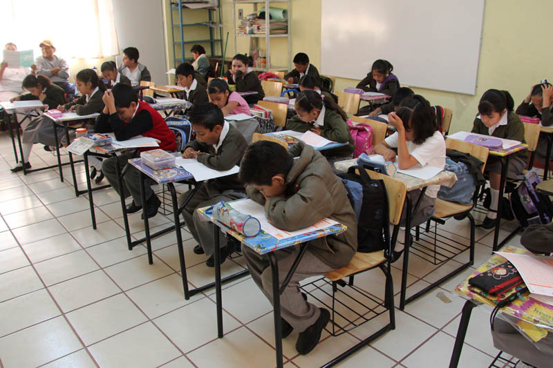 Puebla, Pue., 23 mayo 2011.- Esta semana se realiza la quinta aplicación de la Evaluación Nacional del Logro Académico en Centros Escolares (ENLACE) en escuelas primarias y secundarias. Lunes y martes corresponde del tercer al sexto grado de primaria y a media semana comienza la aplicación en nivel secundaria. //Agencia Enfoque//