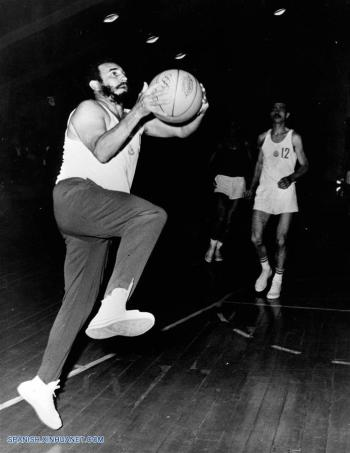 fidel-juega-basquetbol1