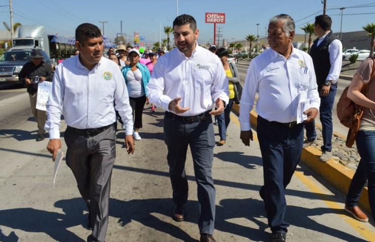 El diputado estatal del PRI, Alejandro Arreguim acompañó al personal médico durante la marcha de este jueves