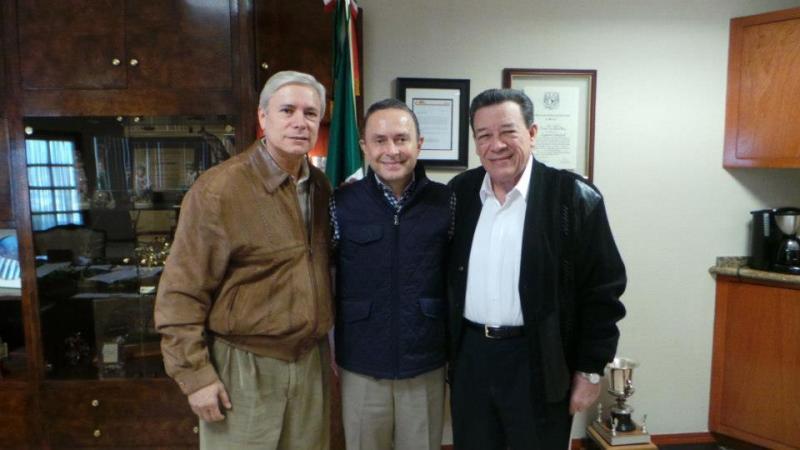 Jaime Bonilla con sus amigos el exgobernador priista Xicoténcatl Leyva Mortera y el excandidato del PRI a gobernador de BC, Fernando Castro Trenti. (tomada de internet)