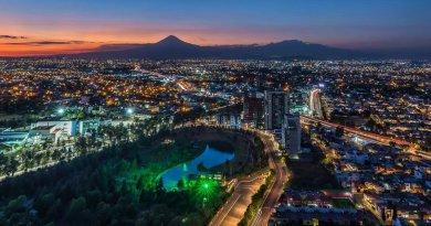 Congreso de Puebla entrega premio estatal de CyT a egresado del CICESE