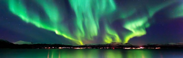 northern-lights-over-water[1]
