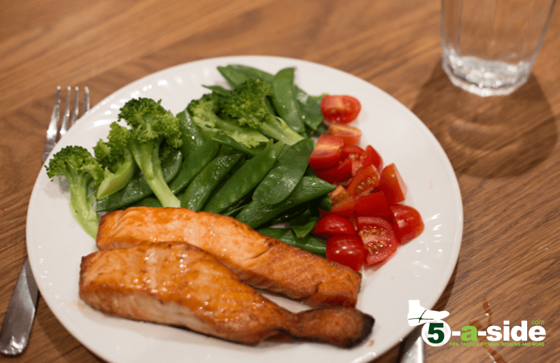 Grilled Salmon with steamed vegetables and tomatoes